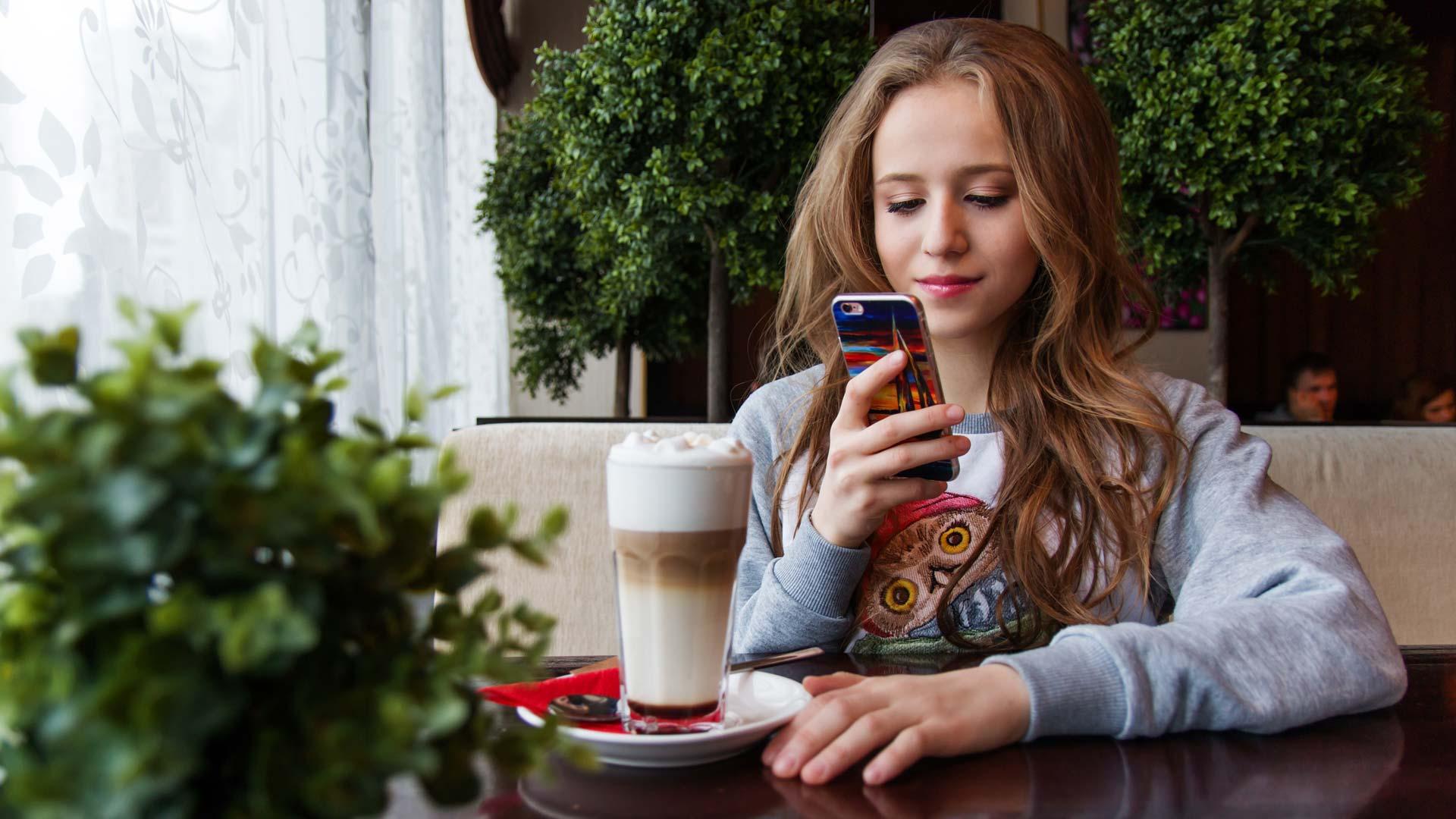 girl-photo-drink-social.jpg